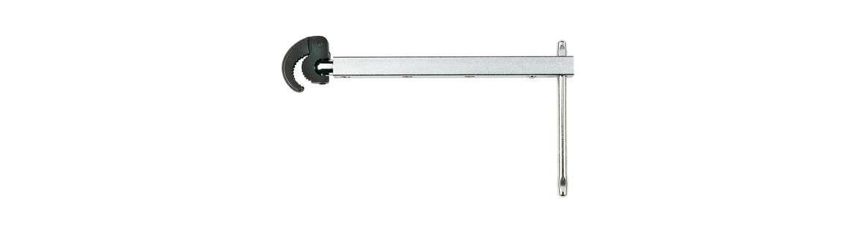 Telescopic basin wrench